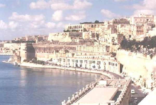 LOOKING FROM PINTO WHARF BACK IN TOWARDS GRAND HARBOUR AND UPPER VALLETTA.
